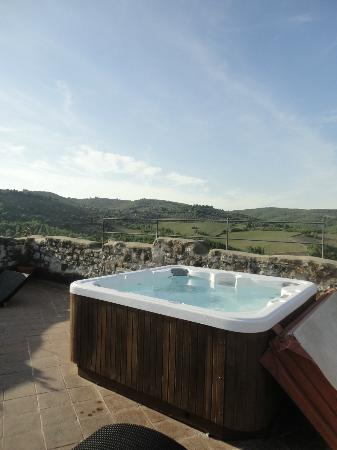 Castello di Tornano: hot tub at top of tower