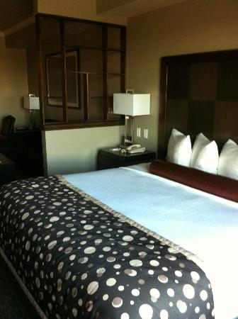 BEST WESTERN PREMIER Crown Chase Inn & Suites: My room on the 4th floor over looking the pool area.