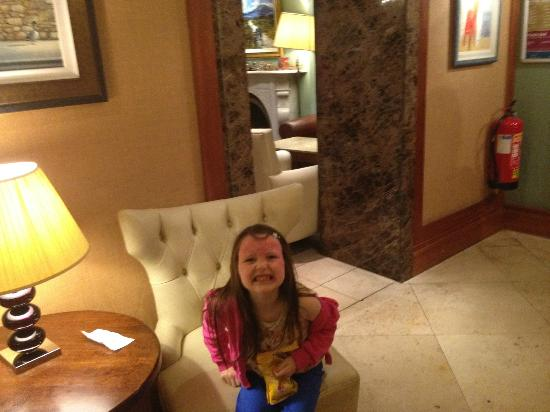The Castlecourt Hotel: cara in reception area