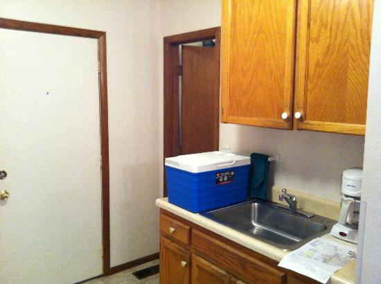 Eagle's View Cottages: Cottage #80 kitchenette