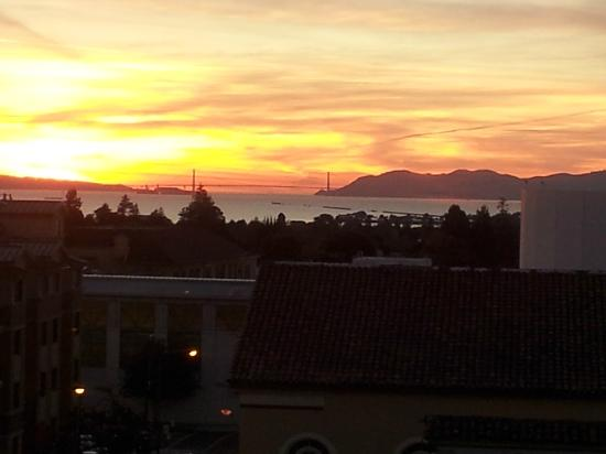 Hotel Shattuck Plaza: Sunset View of Golden Gate Bridge from Shattuck 518