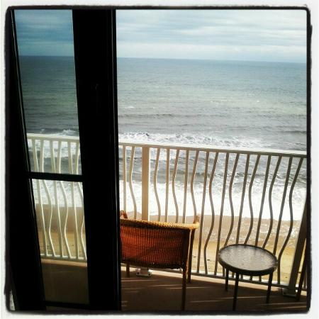 Hilton Virginia Beach Oceanfront: View from ocean view balcony.