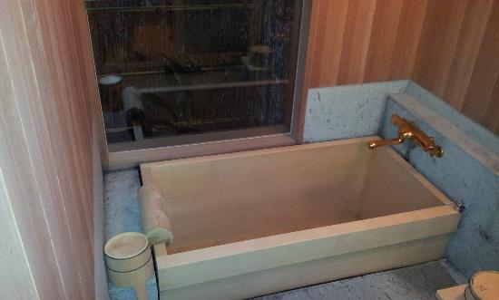 Shiraume: Soaking tub in the our private bathroom
