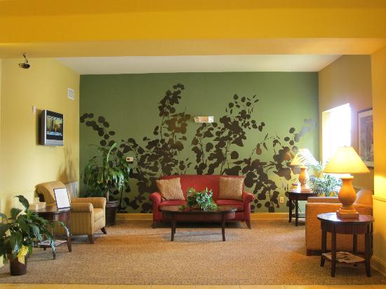 Sleep Inn &amp; Suites: SEATING AREA IN LOBBY