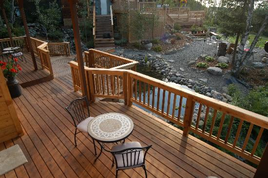 Bear Creek Winery and Lodging: Suites deck