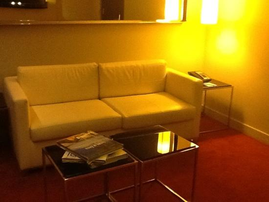 Park Plaza Westminster Bridge London: the living area complete with designer books on the table