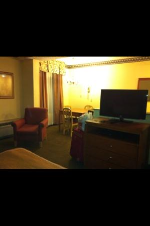 Comfort Suites: dining area
