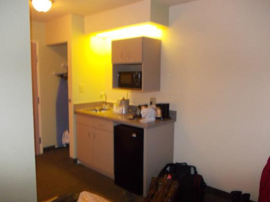 Comfort Inn &amp; Suites at Dollywood Lane : FRIDGE,SINK AND MICROWAVE 