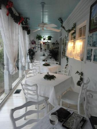 T'Frere's Bed & Breakfast: the glassed in porch