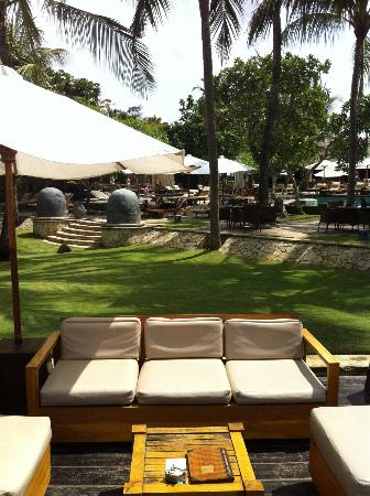 The Royal Beach Seminyak Bali - MGallery Collection: La piscine vue de la plage