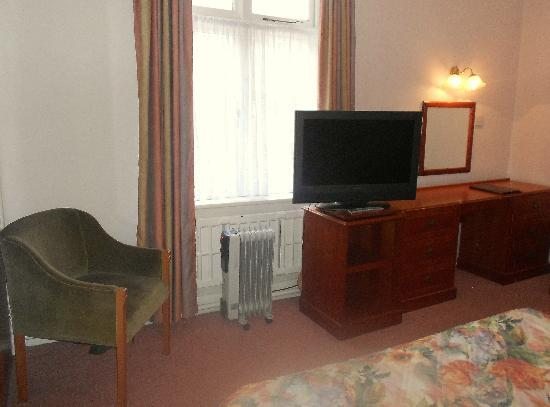 Burley Court Hotel: Really liked the massive TV, great quality