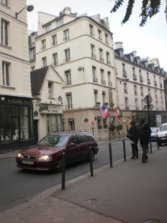 Hotel de l'Academie: The side of the hotel