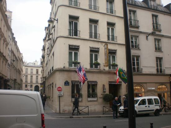 Hotel de l'Academie: The front entrance to the hotel