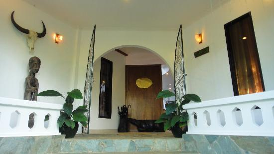 argonauta boracay boutique hotel entrance