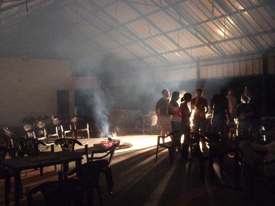 Blu Haze Resort & Spa: smoky blu haze indoor campfire chargeable at Rs300/pp regardless of attendance