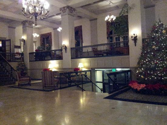 The Abraham Lincoln - A Wyndham Historic Hotel: Gorgeous lobby!