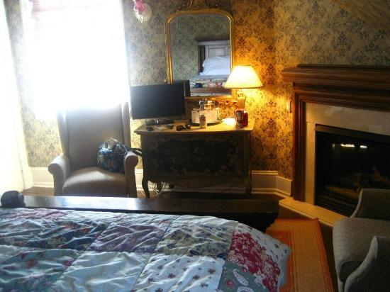 The Peter Shields Inn: Our room