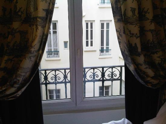Hotel Le Royal Lyon - MGallery Collection: No privacy / building in front and no curtain