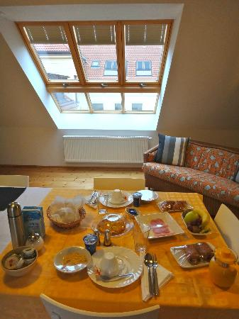 Arcadia Old Town: Breakfast in the attic loft suite