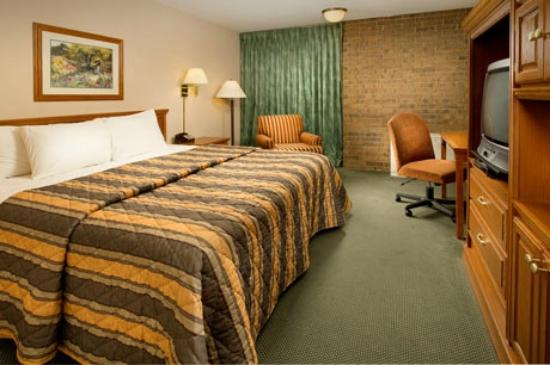 Pear Tree Inn San Antonio Airport: King Deluxe Room