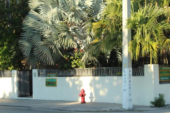 Authors Key West Guesthouse: Front Entrance