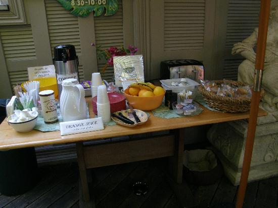 Authors Key West Guesthouse: Continental Breakfast