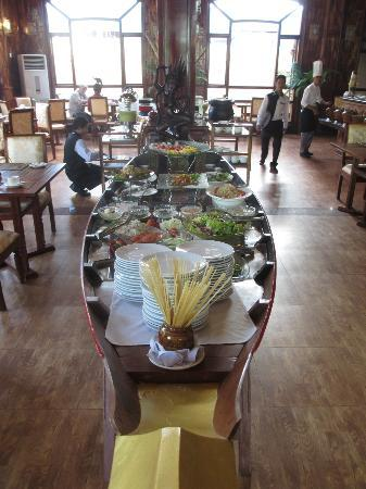 Angkor Sayana Hotel & Spa: Touch of Lime - Breakfast Boat