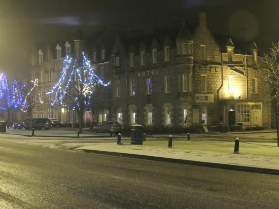 Grant Arms Hotel: Inthe snow-December
