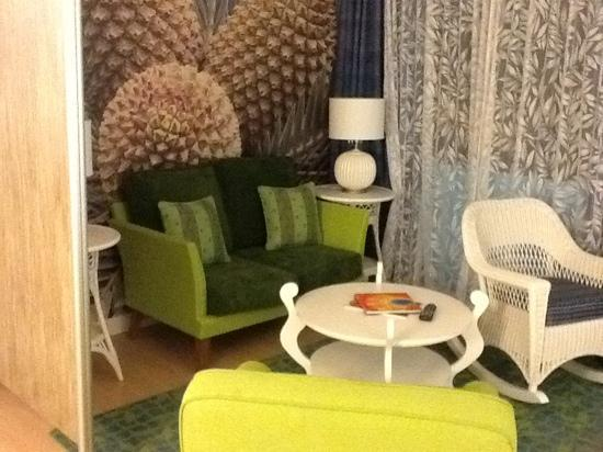 Hotel Indigo Miami Lakes: sitting room with a rocking chair