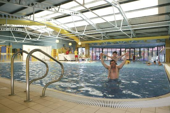Park setting hire bikes at parkdean sandford holiday park - Holidays in dorset with swimming pool ...
