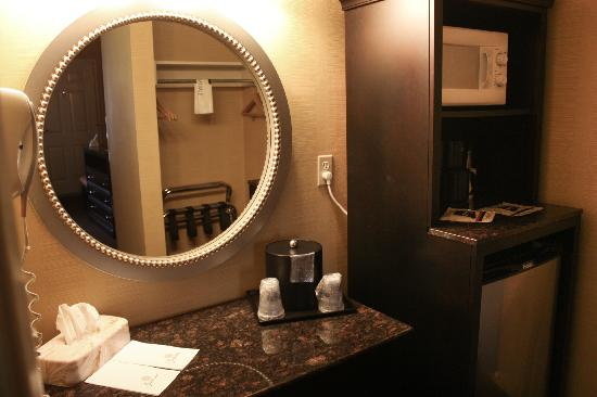 BEST WESTERN Town House Lodge: Vanity and Microfridge