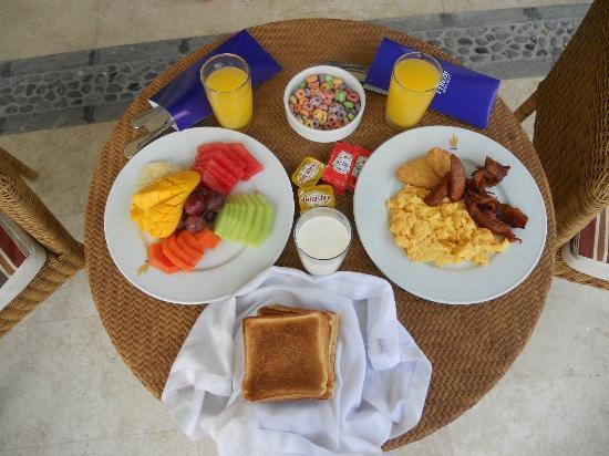 Grand Riviera Princess All Suites Resort & Spa: Room Service Breakfast