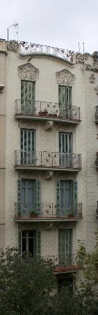 Old Town Apartments Barcelona: A view from a balcony - very lovely tenement