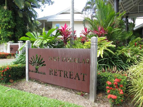 Port Douglas Retreat: Front