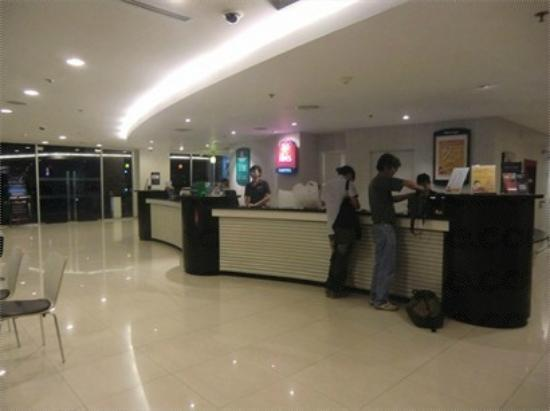 ibis Bangkok Sathorn: Lobby