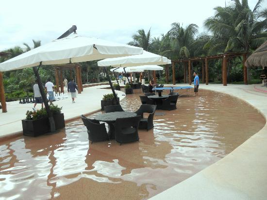 Secrets Maroma Beach Riviera Cancun: nice area by the bar to relax
