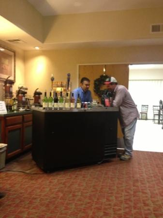 Comfort Suites Fresno RiverPark: managers reception is the best, Monday through Friday.