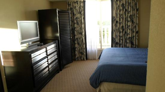 Bedroom picture of sheraton suites cypress creek ft Two bedroom suites in fort lauderdale