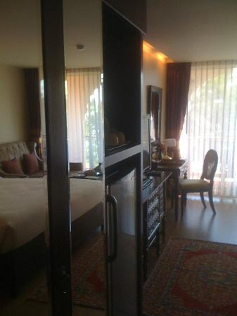 Sheik Istana Hotel: Room