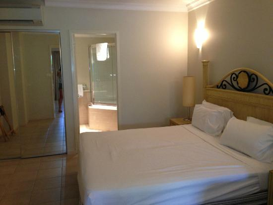 Mantra Heritage Port Douglas: room