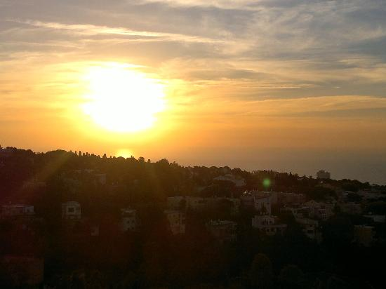 Dan Panorama Haifa: Some rooms offer a view of a beautiful sunset over the sea