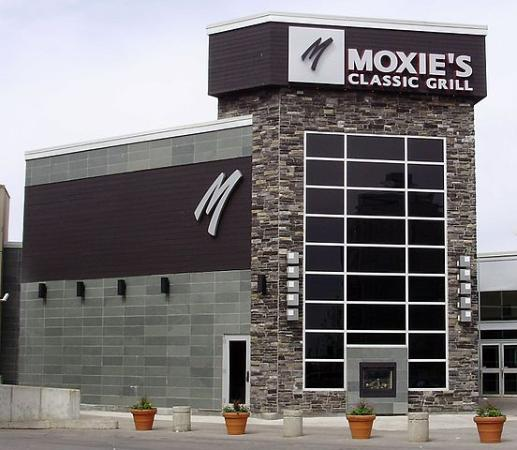 Luxury Hotels In Scarborough: Moxie's Grill & Bar, Toronto