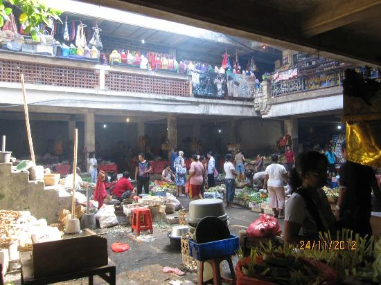 Sama's Cottages and Villas: Ubud Market nearby
