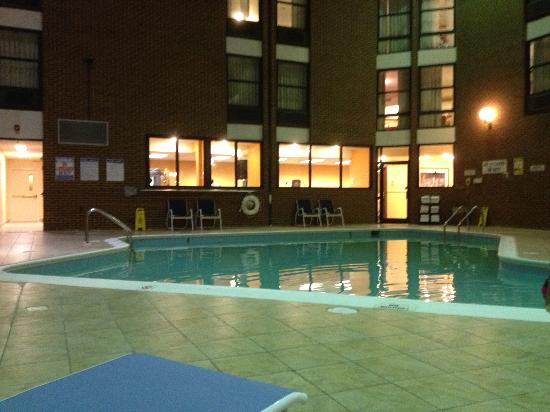 pool picture of four points by sheraton richmond airport. Black Bedroom Furniture Sets. Home Design Ideas
