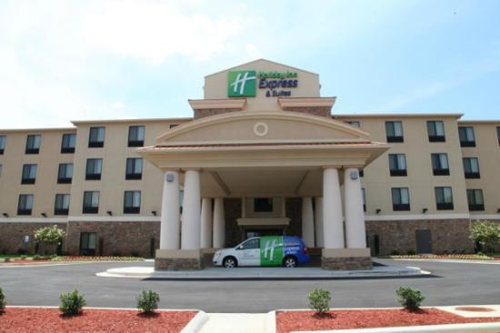 Holiday Inn Express & Suites Huntsville Airport Photo Courtesy of Holiday Inn Express & Suites Huntsville Airport