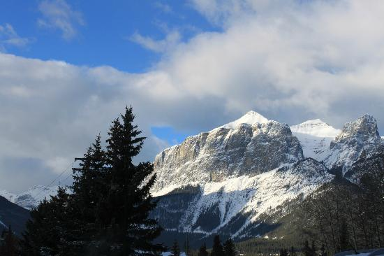 Radisson Hotel & Conference Center Canmore: from our room you get to see this!