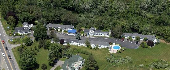 Glen Cove Inn & Suites: 36 Rooms Spread Out Over 3 Acres of Landscaped Grounds