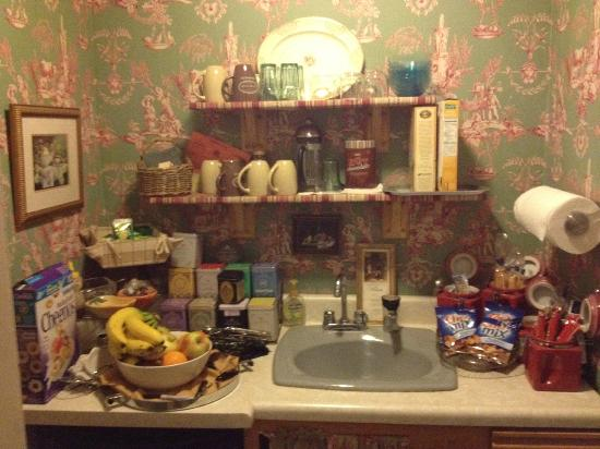 The Looking Glass Bed and Breakfast: complimentary pantry..