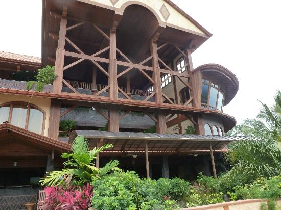 The Springs Resort and Spa at Arenal: Backside of the hotel