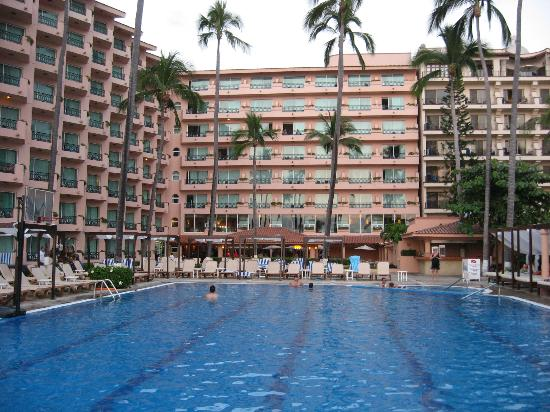 Golden Crown Paradise Resort Puerto Vallarta: Resort rooms overlooking pool area